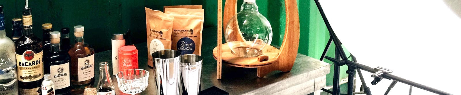 Über Uns > das mōt bottled cocktail shop labor