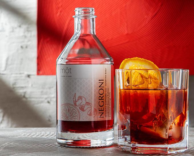 Bottled Negroni mit Martini Rubino als trinkfertiger Cocktail