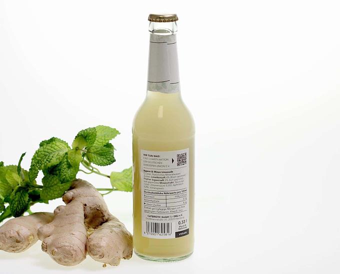 Rückseite der Ingwer-Limonade mit Minze