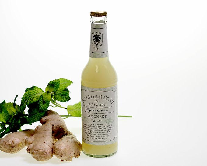 Ingwer Limonade mit Minze und frischem Limettensaft