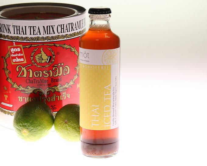 Thai Iced Tea von mōt mit Limette